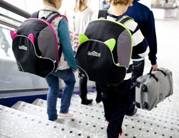 TRUNKI автокресло-рюкзак BoostaPak черно-розовое